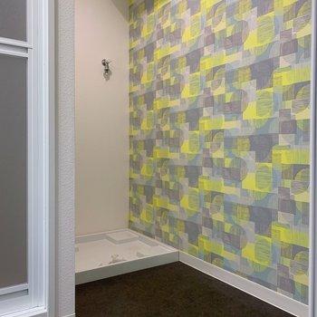 水回りは玄関を入ってすぐのところにまとまっていますよ。洗濯機置場も室内に◯ここは黄色!