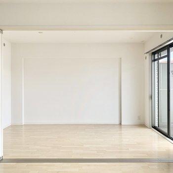 隣の洋室は6.5帖。引き戸で仕切ることもできます◎