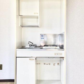 横に冷蔵庫も置けそう。※写真は3階類似間取り・別部屋のものです