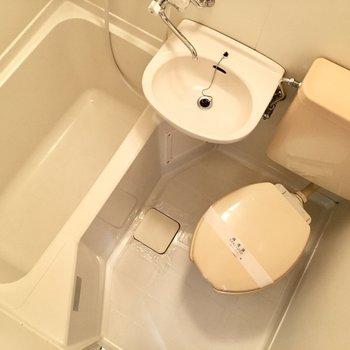 お風呂は3点ユニット。※写真は3階類似間取り・別部屋のものです