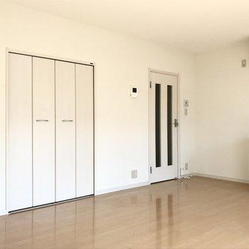 扉の色も清潔感ある白に統一されていました(※写真は清掃前のものです)