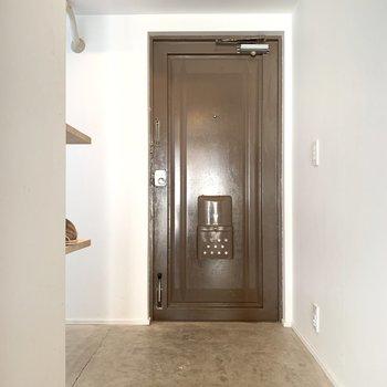 玄関は自慢の広さです。