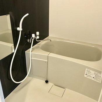 お風呂はこんな感じ。※写真は同間取り反転タイプ