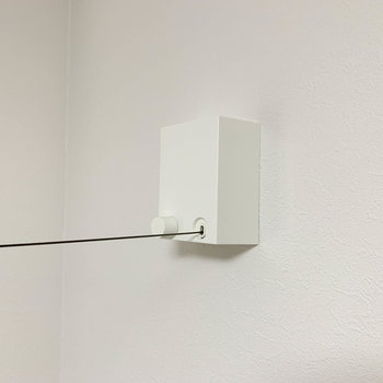 【サービスルーム】引き戸の近くに、室内干しの収納式ワイヤーが付いています。