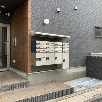 ドアタイプのオートロック、宅配ボックスも付いています。