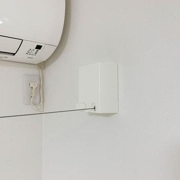 お部屋の窓側に、室内干しの収納式ワイヤーが付いています。
