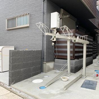ベランダ側に駐輪スペース。
