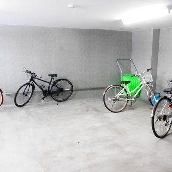 駐輪場も広々です!自転車で散歩したいな〜