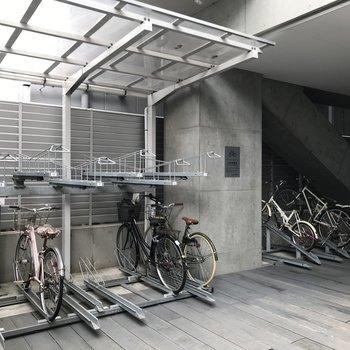 自転車はこちらに