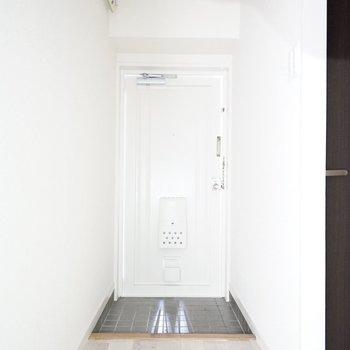 玄関はちょうどいいサイズ。 シューズボックスはご自分で設置を!