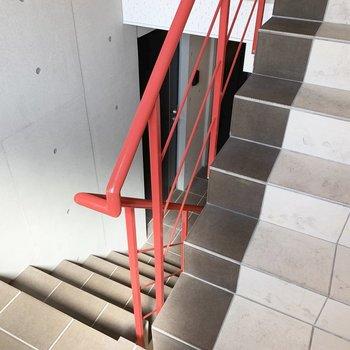 移動は階段で。