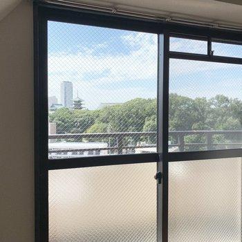 窓からもしっかり五重塔が見えます。