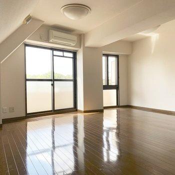 壁と天井の間の斜め感が良いですよね。