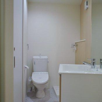 洗面所はかなりコンパクト※写真は同タイプの別室。