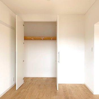 こちらはリビングの奥空間。パーテーションで仕切って、洋室として使っても◎