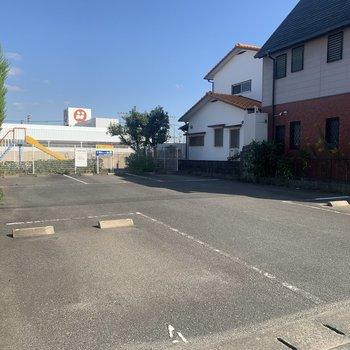 駐車場は、歩いて2分くらいのところに確保しています。