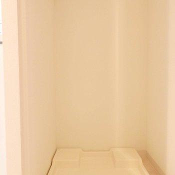 洗濯機のスペースあります。(※写真は7階の同間取り別部屋のものです)