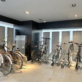 自転車置き場は建物横です