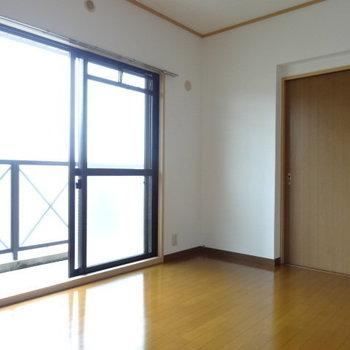 扉をしめてもこんなに広々◎(※写真は3階の同間取り別部屋のものです)