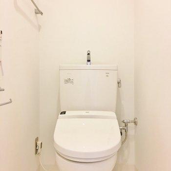 トイレはふつうかな。(※写真は7階の同間取り別部屋のものです)
