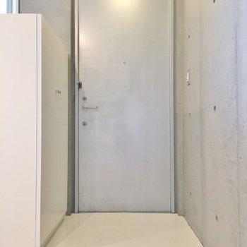 玄関の段差がほとんどありません。(※写真は7階の同間取り別部屋のものです)