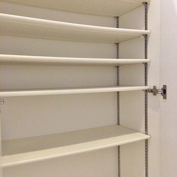 靴箱は大容量◎(※写真は7階の同間取り別部屋のものです)