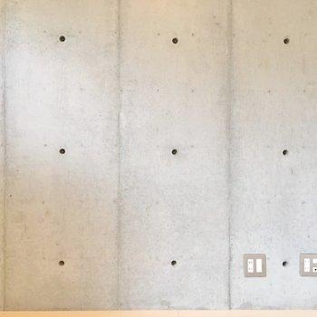 コンクリ壁もかっこいい。(※写真は7階の同間取り別部屋のものです)