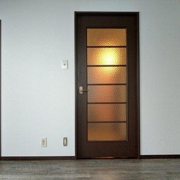 扉のヴィンテージ感もいいな。