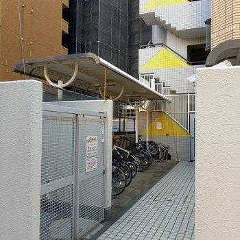敷地内にゴミ置き場も駐輪場もありました。