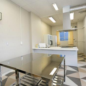 集会所にはアイランドキッチンの設けられたスペースがありました!