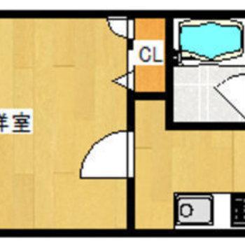 正方形に近い洋室でシンプルな間取り。