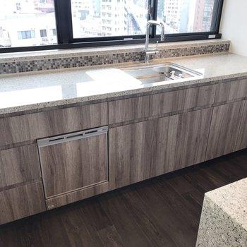 食器洗浄付きのゆったりとした作業スペース