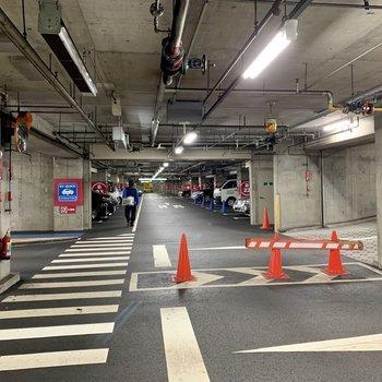 駐車場は地下にあります。※写真は前回募集時のものです