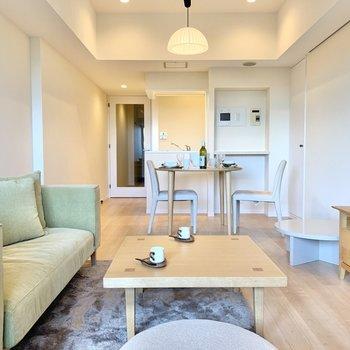 思い切って緑や青のソファにすれば、お部屋のアクセントにもなります。※写真は前回募集時のものです
