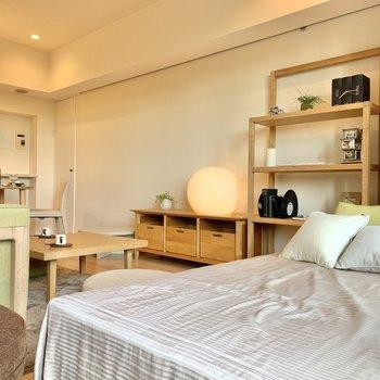 窓側にベッドを置けば、太陽の光で自然と目覚められそう。※写真は前回募集時のものです