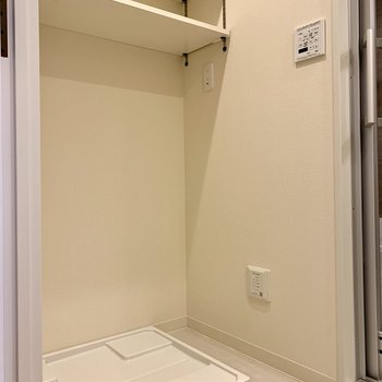 洗濯機置場の棚は高さが変えられますよ◎※写真は前回募集時のものです