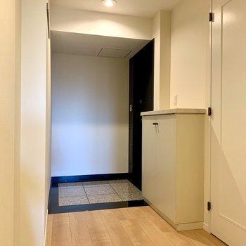 玄関もゆったり設計。写真は前回募集時のものです