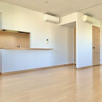 【LDK】キッチン側にテーブルやソファを置くと良さそうです