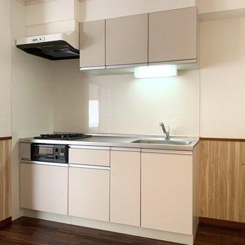 キッチンはクローゼットと並んで。