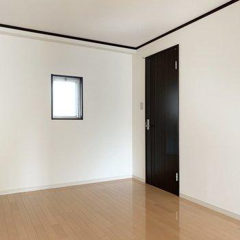 洋室の開口はこちらのみ。
