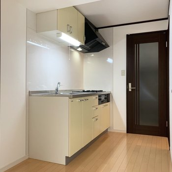 キッチンは独立した空間です。各部屋のハブ地点。