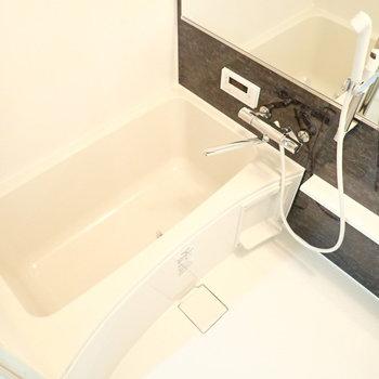シャワーヘッドは位置を動かせます!