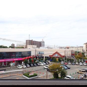 空と商業施設がよく見えます。