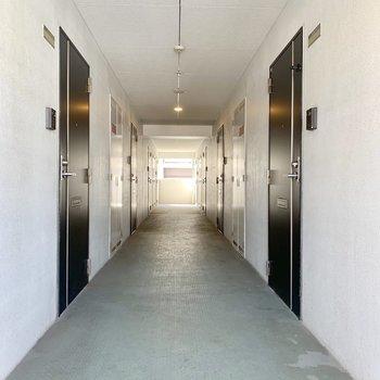 共用廊下は屋内でキレイ!