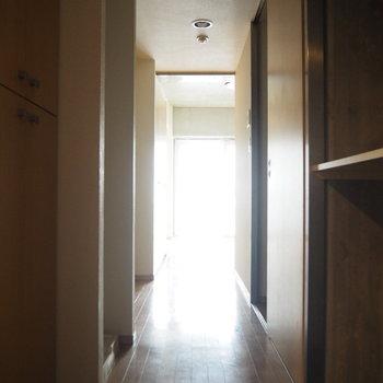 玄関からの眺め※写真は3階の反転間取り別部屋のものです