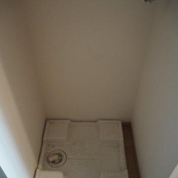 洗濯機置場はキッチンのお隣さん!※写真は3階の反転間取り別部屋のものです