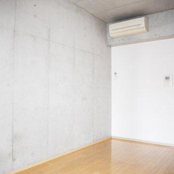 ザ・コンクリート!※写真は3階の反転間取り別部屋のものです