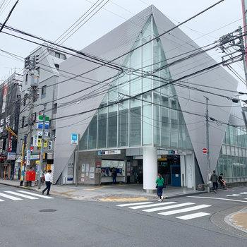 中野新橋駅です。モダンな建物ですね〜