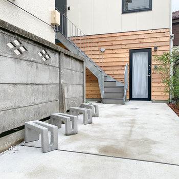 入り口近くに駐輪スペースがあります。