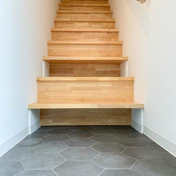 階段下に靴を仕舞える作りになっています。